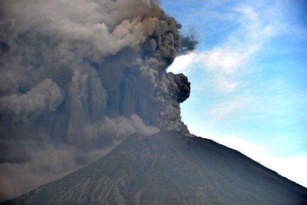 لغو پروازها به جزیره بالی در پی هشدار فوران آتشفشان