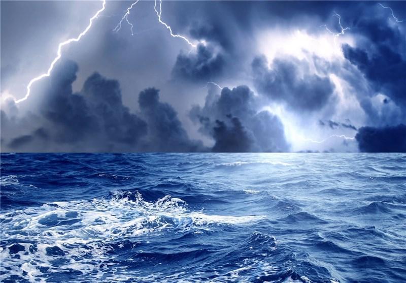 دریای عمان طوفانی است، مسافران نسبت به اسکان کنار دریا هوشیار باشند