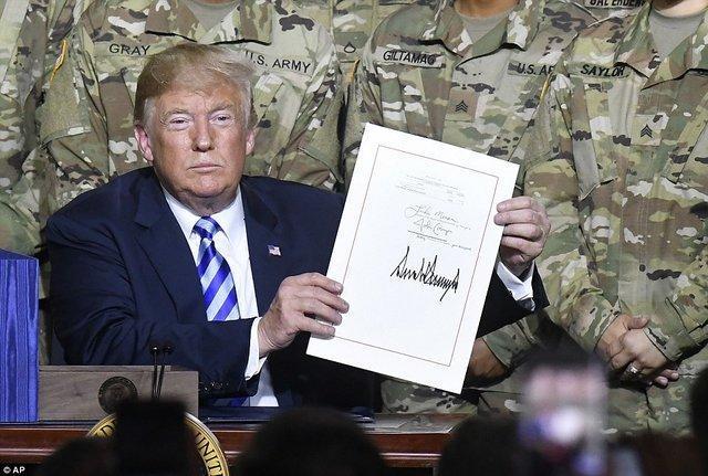 ترامپ لایحه بودجه نظامی 717 میلیارد دلاری آمریکا را امضا کرد