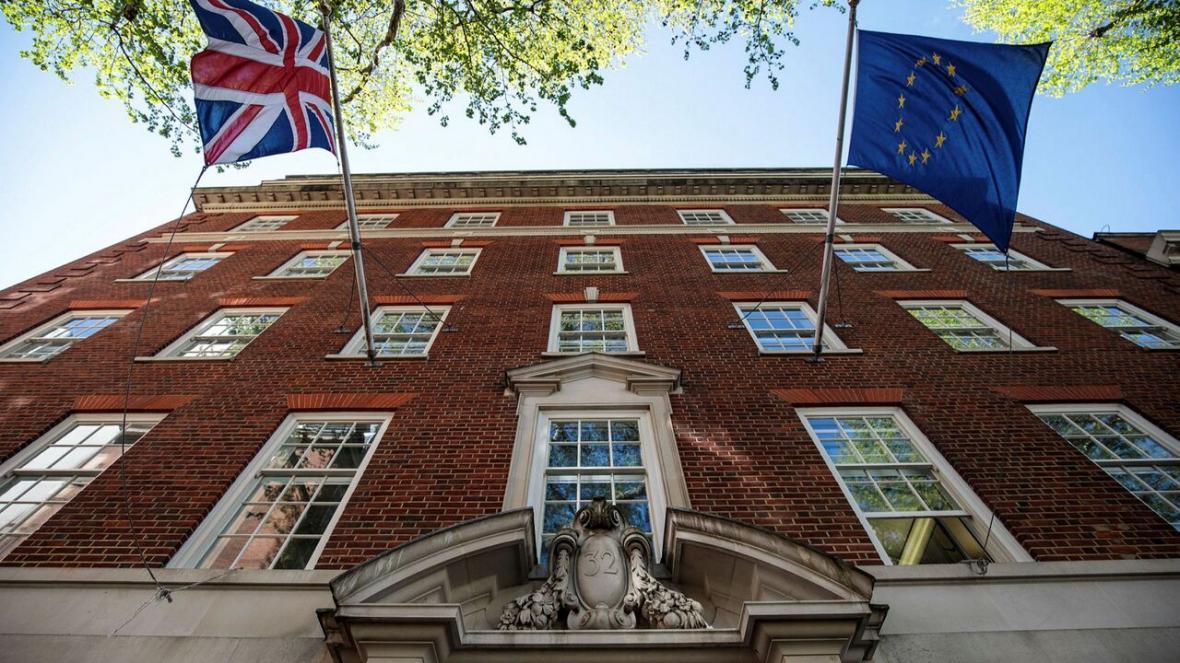 خبرنگاران انتقاد اتحادیه اروپا از تعلل دولت لندن برای برقراری روابط دیپلماتیک پسابرگزیت