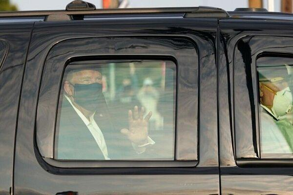 ترامپ برای دیدار با هوادارانش موقتا بیمارستان را ترک کرد