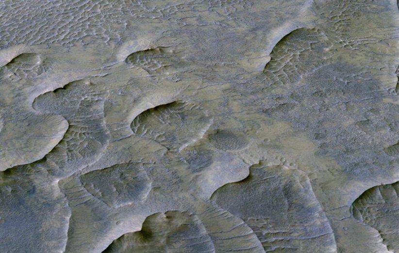 تپه های شنی مریخ در طول یک میلیارد سال فرسایش کمی داشته اند