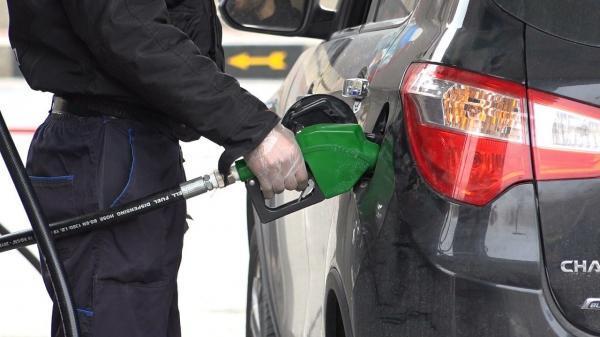 خبرنگاران شایعه گرانی بنزین تکذیب شد